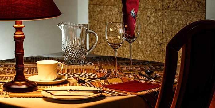 Come comportarsi a tavola secondo il galateo