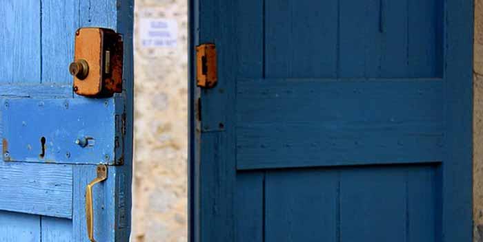 Come riparare una porta di legno