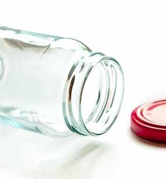 Sterilizzare bottiglie e barattoli per le conserve